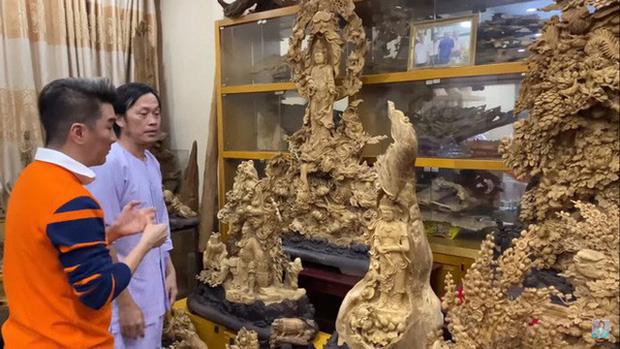 Giữa ồn ào, NS Hoài Linh bị soi lại BST trầm hương trăm tỷ ở phòng riêng, đặc biệt có cả loại gỗ quý hiếm nhất Việt Nam - Ảnh 1.