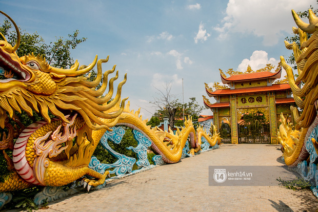 Toàn cảnh Nhà thờ Tổ 100 tỷ của NS Hoài Linh: Trải dài 7000m2, nội thất hoành tráng sơn son thếp vàng, nuôi động vật quý hiếm - Ảnh 6.