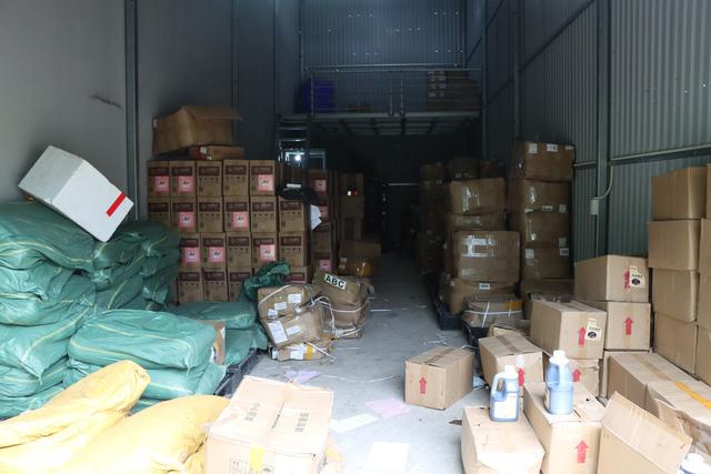 Thu giữ hàng tấn nguyên liệu trà sữa mang thương hiệu Royal Tea, Gong Cha... không rõ nguồn gốc  - Ảnh 1.