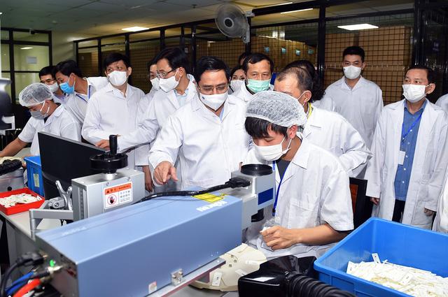 Thủ tướng: Chậm nhất tháng 6 năm sau, phải có vaccine Covid-19 sản xuất trong nước  - Ảnh 1.