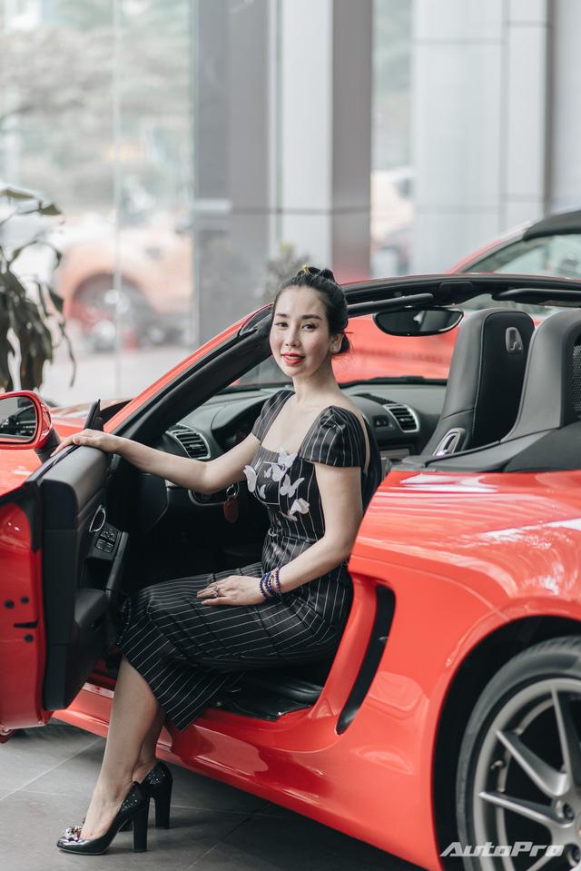 Sầm Huệ Minh - bóng hồng hiếm hoi trong giới buôn siêu xe: Từ không biết mở cửa xe thành bà chủ, coi mọi khách hàng là đại gia bất kể tiền ít hay nhiều  - Ảnh 3.