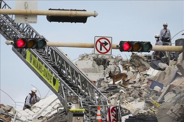 Các nguyên nhân có thể khiến tòa nhà 12 tầng ở Mỹ đổ sập - Ảnh 2.