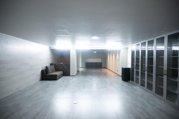 Thái Công thiết kế phòng chiếu phim tại gia siêu hoành tráng, nhưng có chi tiết khiến người sành sỏi thấy ngứa ngáy vô cùng - Ảnh 1.