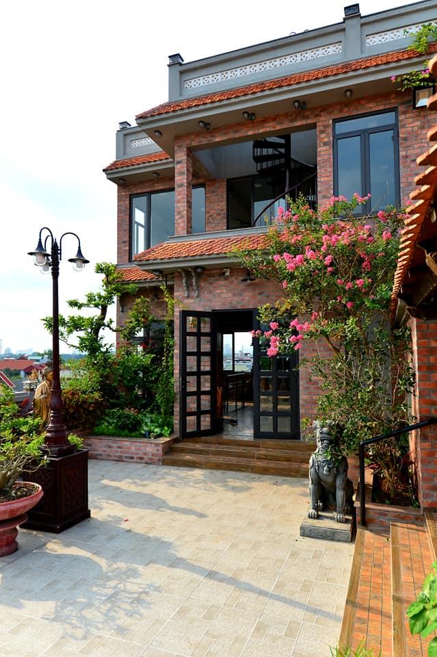 Nguyên một căn nhà cổ trăm tuổi trên tầng mái tạo nên ngôi nhà tân cổ giao duyên độc nhất vô nhị ở Việt Nam  - Ảnh 7.