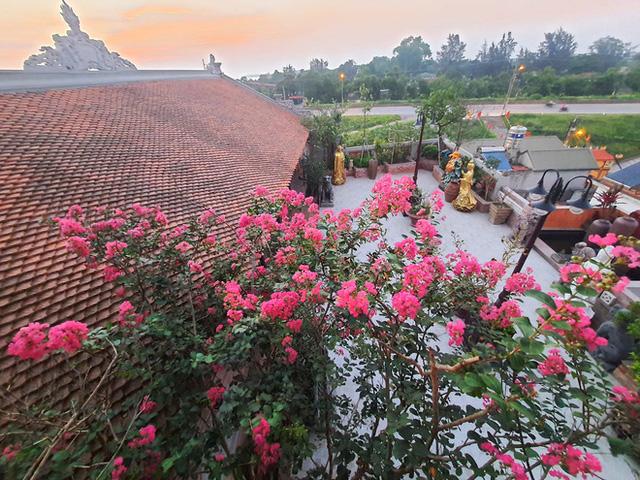Nguyên một căn nhà cổ trăm tuổi trên tầng mái tạo nên ngôi nhà tân cổ giao duyên độc nhất vô nhị ở Việt Nam  - Ảnh 10.
