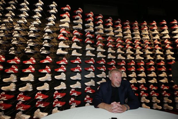 """""""Cha đẻ"""" Nike: Từ gã nghiện giày đi bán rong đến chủ nhân đế chế tỷ đô và câu nói """"con không bao giờ đi giày bố bán"""" chưa từng nguôi nhói đau - Ảnh 8."""