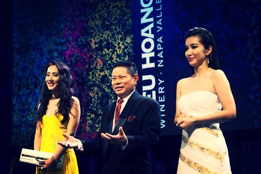 Tỷ phú Hoàng Kiều: Cả đời gắn bó với lĩnh vực huyết tương, trở thành tỷ phú nhờ doanh nghiệp hoạt động tại Trung Quốc, thích làm từ thiện và mê hoa hậu - Ảnh 3.