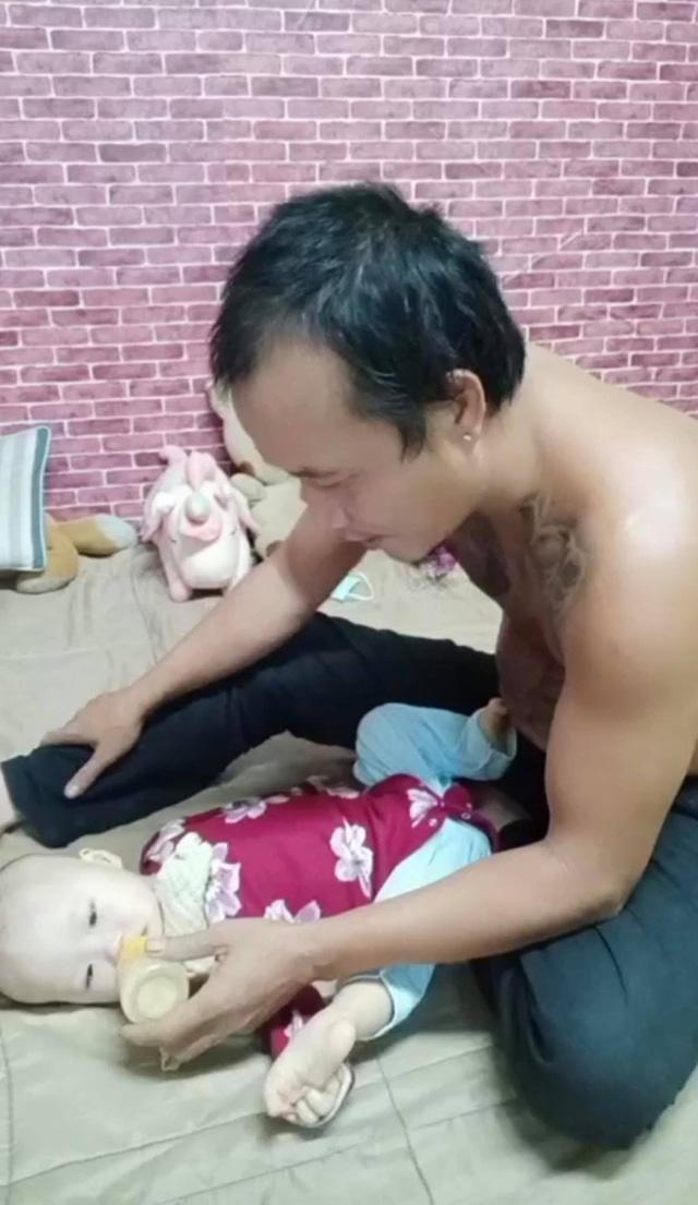 Anh Minh bán rau rơi nước mắt nói về con gái út: Nếu có một điều ước, chỉ ước con bé có thể ở với vợ chồng tôi thật lâu - Ảnh 6.