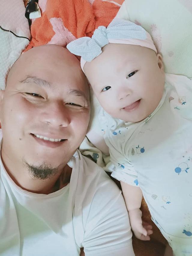 Anh Minh bán rau rơi nước mắt nói về con gái út: Nếu có một điều ước, chỉ ước con bé có thể ở với vợ chồng tôi thật lâu - Ảnh 8.