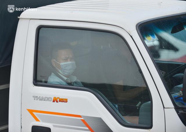 Ảnh: Ùn tắc kinh hoàng ở chốt cao tốc Pháp Vân-Cầu Giẽ, tài xế mệt mỏi vì đợi 2 tiếng chưa vào được Thủ đô  - Ảnh 14.