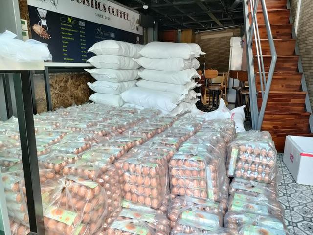 Trứng gà bình ổn mua vào 31.000 đồng/chục, bán ra 29.000 đồng/chục, doanh nghiệp gồng lỗ  - Ảnh 1.