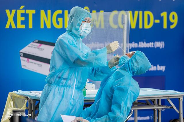 Ảnh: Hơn 600 người dân Đà Nẵng bị mắc kẹt tại TP.HCM được trở về quê hương trên chuyến bay 0 đồng  - Ảnh 2.