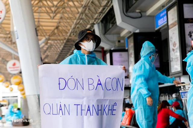 Ảnh: Hơn 600 người dân Đà Nẵng bị mắc kẹt tại TP.HCM được trở về quê hương trên chuyến bay 0 đồng  - Ảnh 15.