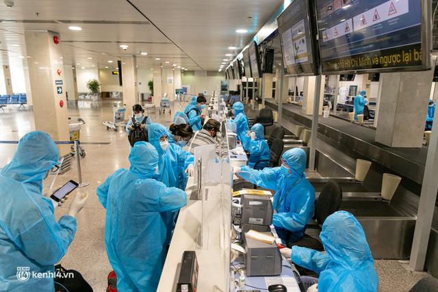 Ảnh: Hơn 600 người dân Đà Nẵng bị mắc kẹt tại TP.HCM được trở về quê hương trên chuyến bay 0 đồng  - Ảnh 16.