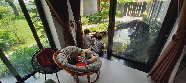 Sự nghiệp đang lên, đôi vợ chồng quyết bỏ phố về quê vì con cái, xây biệt thự có vườn rộng như công viên, ngày ngày trồng rau, thả cá và nuôi gà  - Ảnh 17.