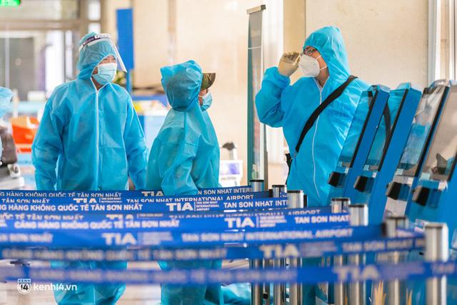 Ảnh: Hơn 600 người dân Đà Nẵng bị mắc kẹt tại TP.HCM được trở về quê hương trên chuyến bay 0 đồng  - Ảnh 20.