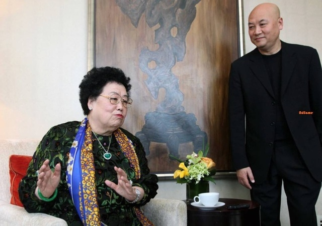 Nữ tỷ phú BĐS hàng đầu Trung Quốc và chuyện tình đũa lệch với diễn viên đóng Đường Tăng: Không có con chung, chẳng màng tiền tài, vẫn hạnh phúc suốt 30 năm như thuở đầu  - Ảnh 3.