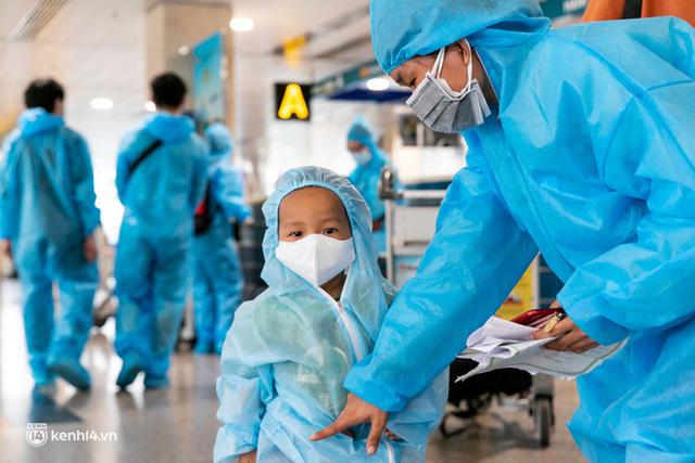 Ảnh: Hơn 600 người dân Đà Nẵng bị mắc kẹt tại TP.HCM được trở về quê hương trên chuyến bay 0 đồng  - Ảnh 21.