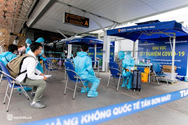 Ảnh: Hơn 600 người dân Đà Nẵng bị mắc kẹt tại TP.HCM được trở về quê hương trên chuyến bay 0 đồng  - Ảnh 5.