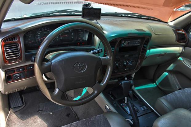 Tài xế Toyota Land Cruiser 1999 chở Thứ trưởng: '22 năm chinh chiến Bắc Nam vẫn an toàn, bền bỉ, dùng 10 năm nữa vẫn tốt' - Ảnh 5.