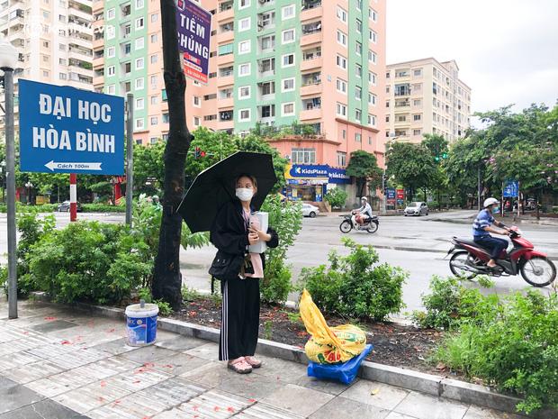 Hà Nội: Hàng trăm sinh viên KTX Mỹ Đình 2 đội mưa chuyển đồ, nhường chỗ cho khu cách ly Covid-19 - Ảnh 12.