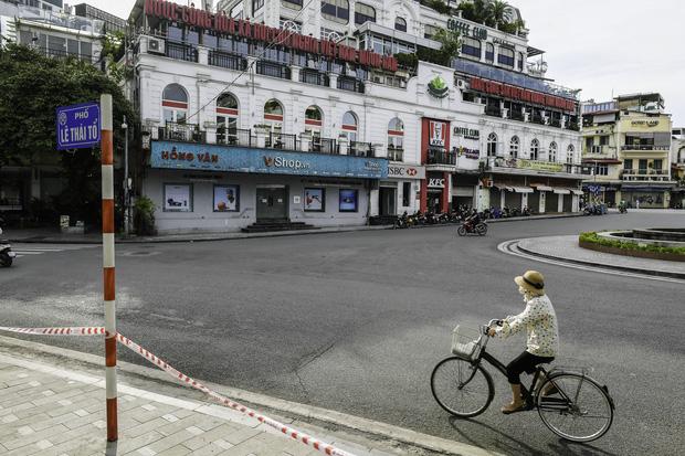 """Chủ quán ăn ở Hà Nội trước giờ đóng cửa: """"20 năm chưa từng gặp khó khăn như dịch bệnh lần này, càng bán càng lỗ"""" - Ảnh 7."""