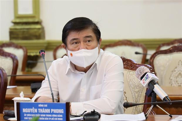 Chủ tịch TP.HCM: Từ ngày mai, người dân không ra đường sau 18h - Ảnh 1.