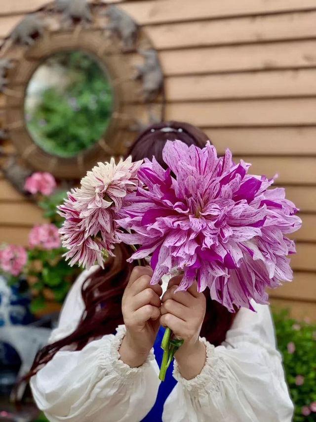 Người phụ nữ bỏ phố về quê để làm vườn hoa 1.500m2 tuyệt đẹp, ngày cao điểm hút 3.000 người đến thăm: Nửa đời người về sau, hãy dành cho chính mình  - Ảnh 21.