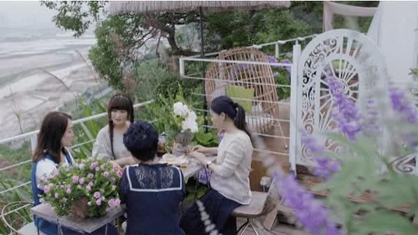 Người phụ nữ bỏ phố về quê để làm vườn hoa 1.500m2 tuyệt đẹp, ngày cao điểm hút 3.000 người đến thăm: Nửa đời người về sau, hãy dành cho chính mình  - Ảnh 28.