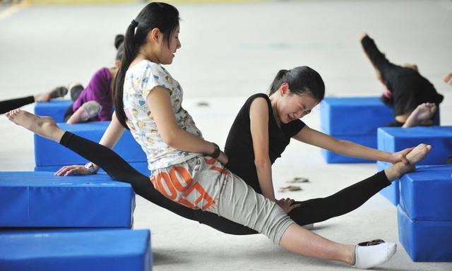 Giấc mơ vô địch Olympic của những đứa trẻ ở lò đào tạo thể thao Trung Quốc: Đánh đổi tuổi thơ bằng máu, mồ hôi và nước mắt  - Ảnh 15.