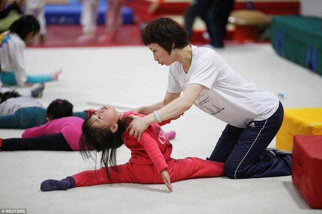 Giấc mơ vô địch Olympic của những đứa trẻ ở lò đào tạo thể thao Trung Quốc: Đánh đổi tuổi thơ bằng máu, mồ hôi và nước mắt  - Ảnh 16.