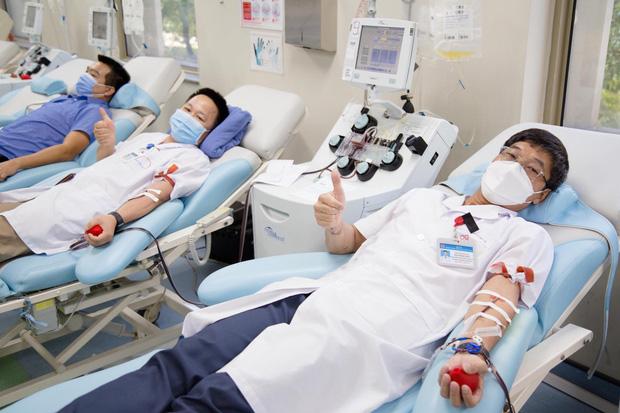 Ngân hàng máu kêu cứu vì nguồn dự trữ cạn kiệt, các điểm hiến máu vắng bóng người do dịch COVID-19 - Ảnh 7.