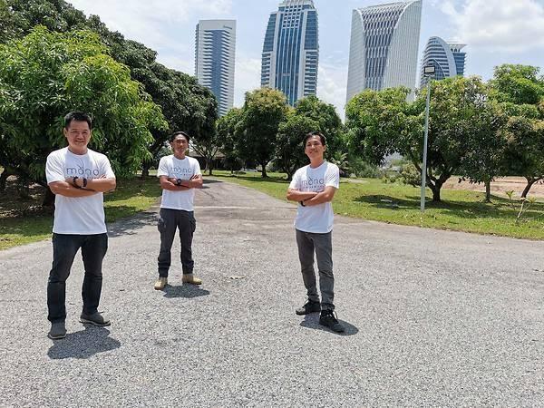 Thấy quá đắt khi phải chi 200 USD cho quả dưa lưới giống Nhật, 3 người nông dân Malaysia mày mò cách trồng và đã thành công: Dưa được thư giãn bằng nhạc cổ điển, mát-xa mỗi ngày - Ảnh 7.