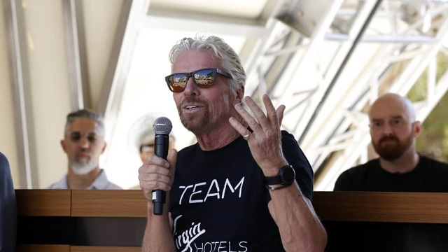Tỷ phú Richard Branson gợi ý cách vượt qua sự nghi ngờ bản thân - Ảnh 1.