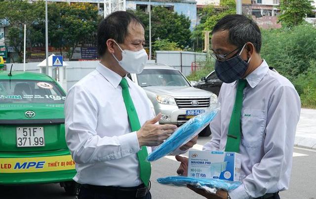 200 taxi hỗ trợ người dân Hà Nội khi giãn cách hoạt động thế nào?  - Ảnh 2.