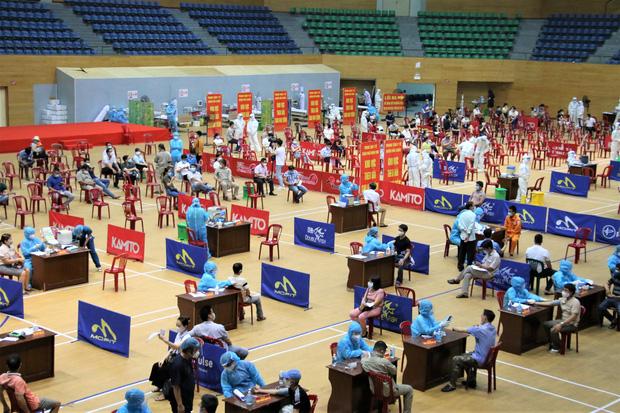 Đà Nẵng kêu gọi y bác sĩ về hưu hỗ trợ chiến dịch tiêm vắc xin phòng Covid-19 cho người dân - Ảnh 2.