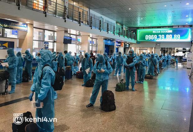 Chuyến bay miễn phí thứ 4 cất cánh rời TP.HCM, đã có 763 người Bình Định về quê tránh dịch - Ảnh 1.