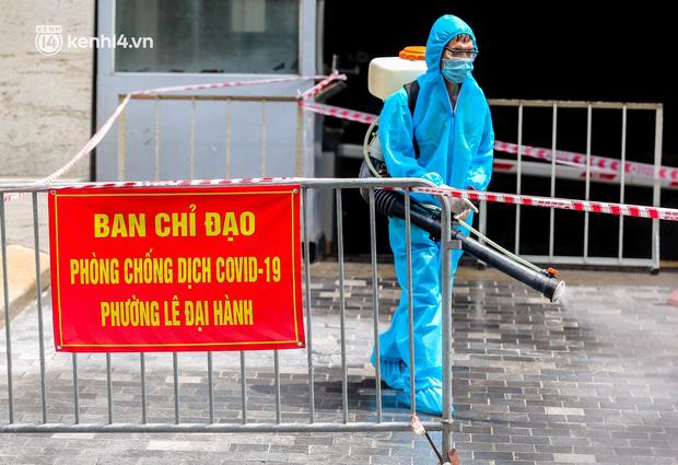 Ảnh, clip: Hà Nội đưa 50 F1 tại quận Hai Bà Trưng đi cách ly tập trung - Ảnh 8.
