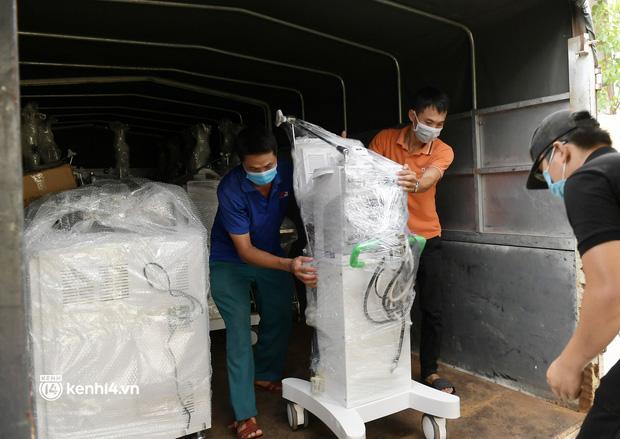 Chuyến tàu từ Hà Nội chở hơn 10 tấn thiết bị y tế chi viện cho tâm dịch TP Hồ Chí Minh - Ảnh 5.