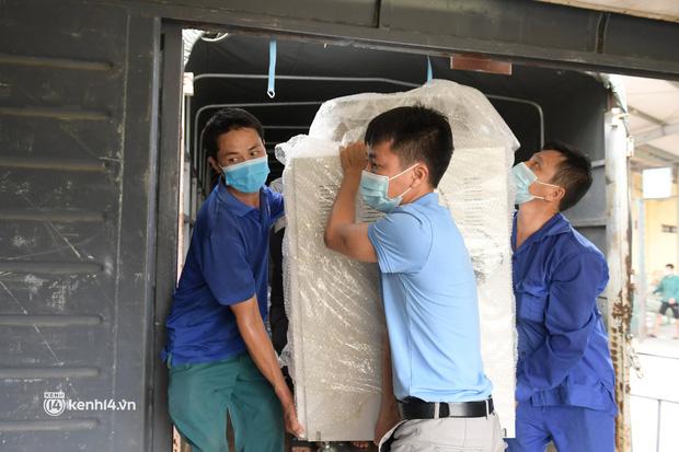 Chuyến tàu từ Hà Nội chở hơn 10 tấn thiết bị y tế chi viện cho tâm dịch TP Hồ Chí Minh - Ảnh 6.