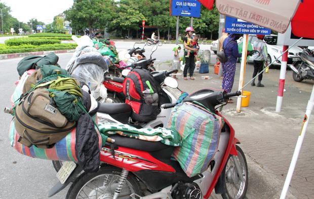 Hành trình 1400 km chạy xe máy từ miền Nam về quê của những người lao động nghèo tha hương - Ảnh 3.