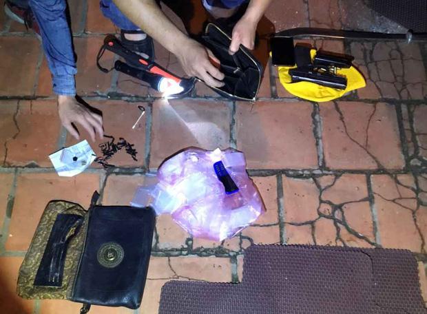 Video: Hàng chục cảnh sát chặn bắt chiếc ô tô chở ma túy và vũ khí nóng như phim hành động - Ảnh 5.