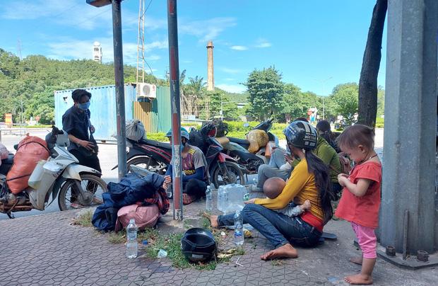 Hành trình 1400 km chạy xe máy từ miền Nam về quê của những người lao động nghèo tha hương - Ảnh 5.