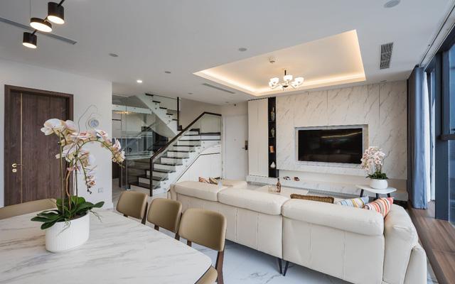 Khám phá căn hộ duplex sở hữu tầm view bao trọn sông Hồng trong khu nhà giàu bậc nhất Hà Nội  - Ảnh 2.