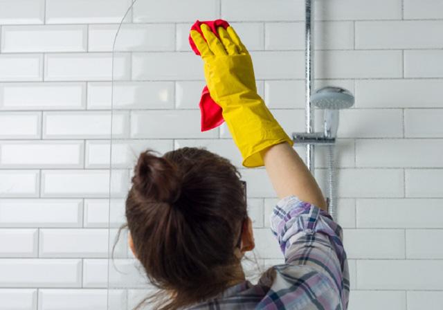 7 sai lầm dễ mắc phải khi vệ sinh nhà tắm mà bạn cần phải tránh ngay lập tức  - Ảnh 2.