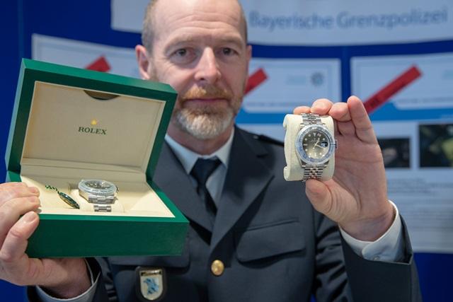Vì sao Rolex mặc định là đồng hồ xa xỉ và rất khó để mua? - Ảnh 3.