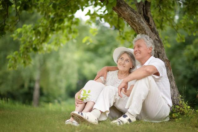 Nghịch cảnh là báu vật của tuổi trẻ, bình yên là món quà của tuổi già: Kẻ khôn ngoan hơn người biết tu dưỡng 5 điểm này ngay để về già được an nhiên, tự tại  - Ảnh 3.