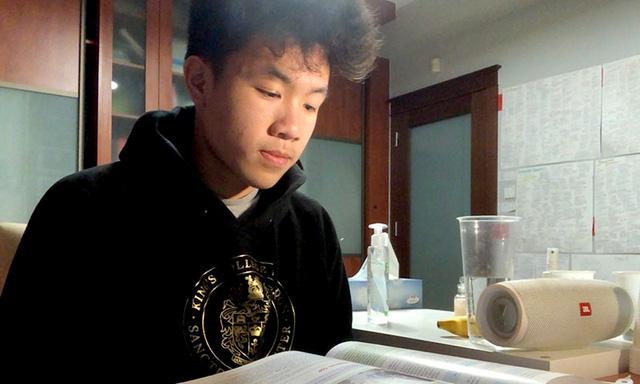 Người Việt ở nước ngoài nhiễm Covid-19: Phải tự cách li ở nhà vì bệnh viện quá tải, tâm trạng thoải mái, ăn súp gà, sau 7-14 ngày cơ thể bình phục - Ảnh 2.