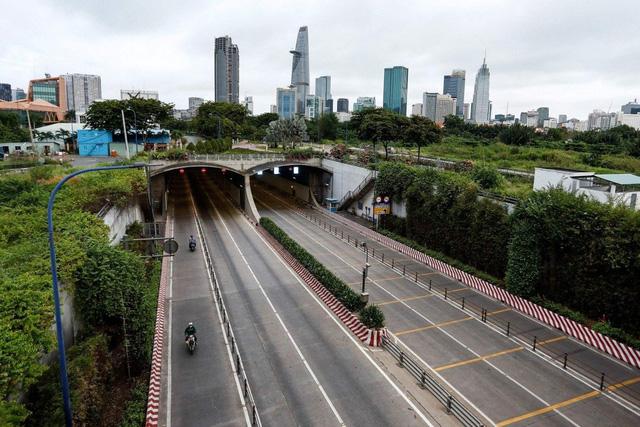 Không phát tiền quy mô lớn như các quốc gia phát triển, Việt Nam đã làm gì cho người dân?  - Ảnh 2.