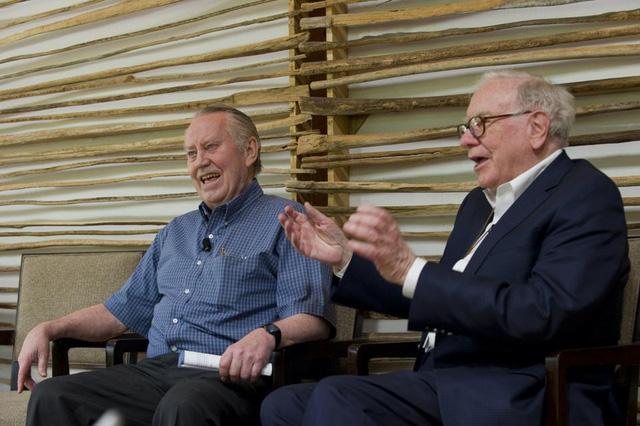 Chân dung người anh hùng truyền cảm hứng cho Bill Gates, Warren Buffett: Vị đại gia không nhà lầu, xe sang, cho đi hết 8 tỷ USD tài sản để làm từ thiện - Ảnh 3.